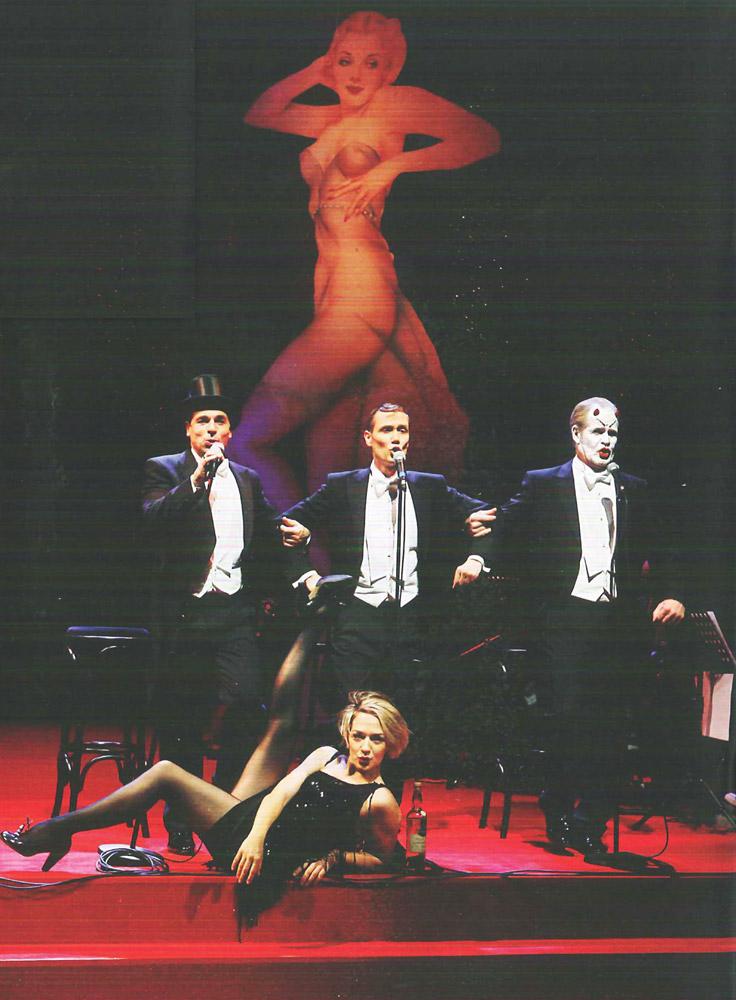 ROHMIR-on-Stage-in-Berlin---Ich-Weiss-Nicht-Zu-Wem-Ich-Gehoere-4